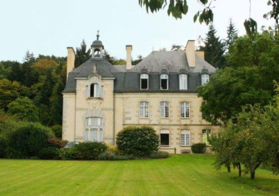 Особняк во Франции можно купить по цене «трешки» в Лондоне