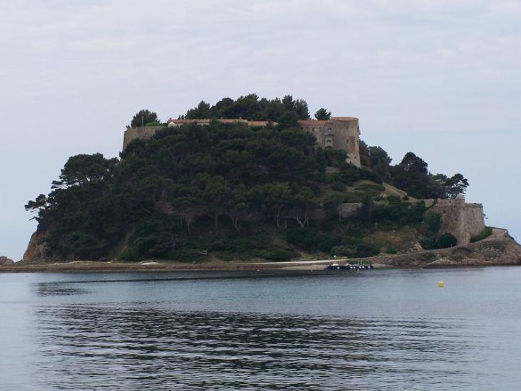 Борм-ле-Мимоза: колоритная французская деревушка с потрясающим видом на море