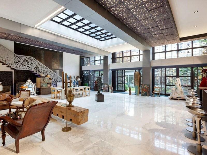 Жерар Депардье выставил на продажу свой особняк в Париже