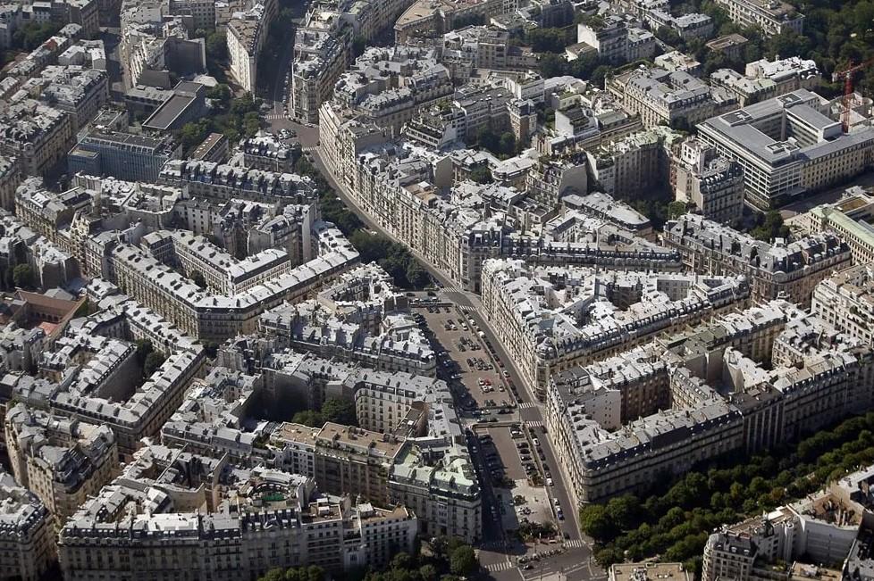 Париж потерял минимум 20 тысяч квартир