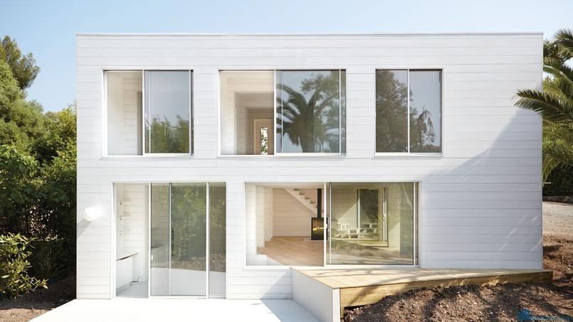 Лаконичный деревянный дом во Франции