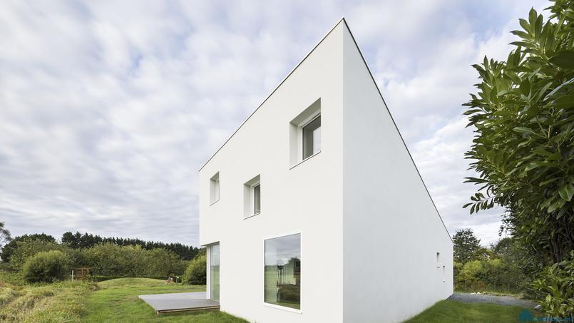 Красивый дом в сельской местности