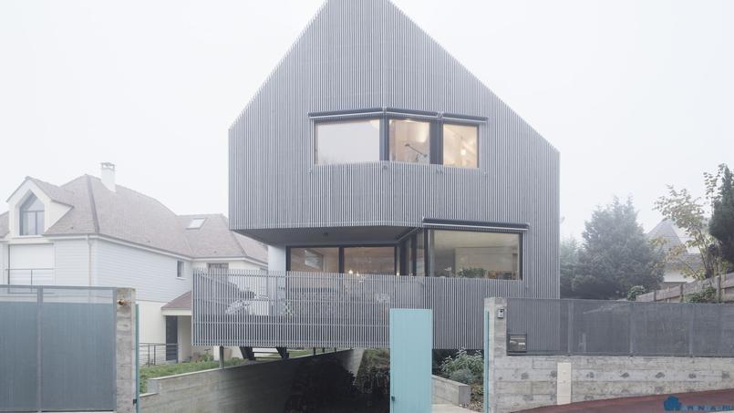 Левитирующий дом во Франции
