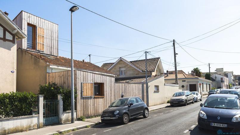 Деревянные пристройки расширили дом вдвое