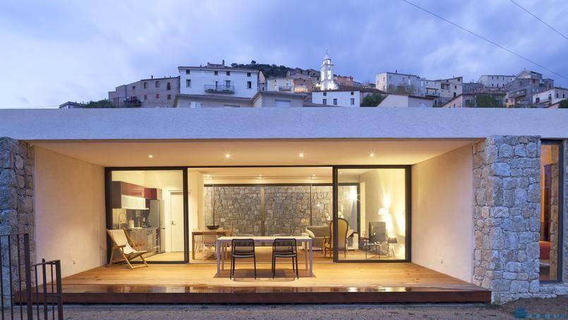 Этот корсиканский дом сливается с окружающей средой