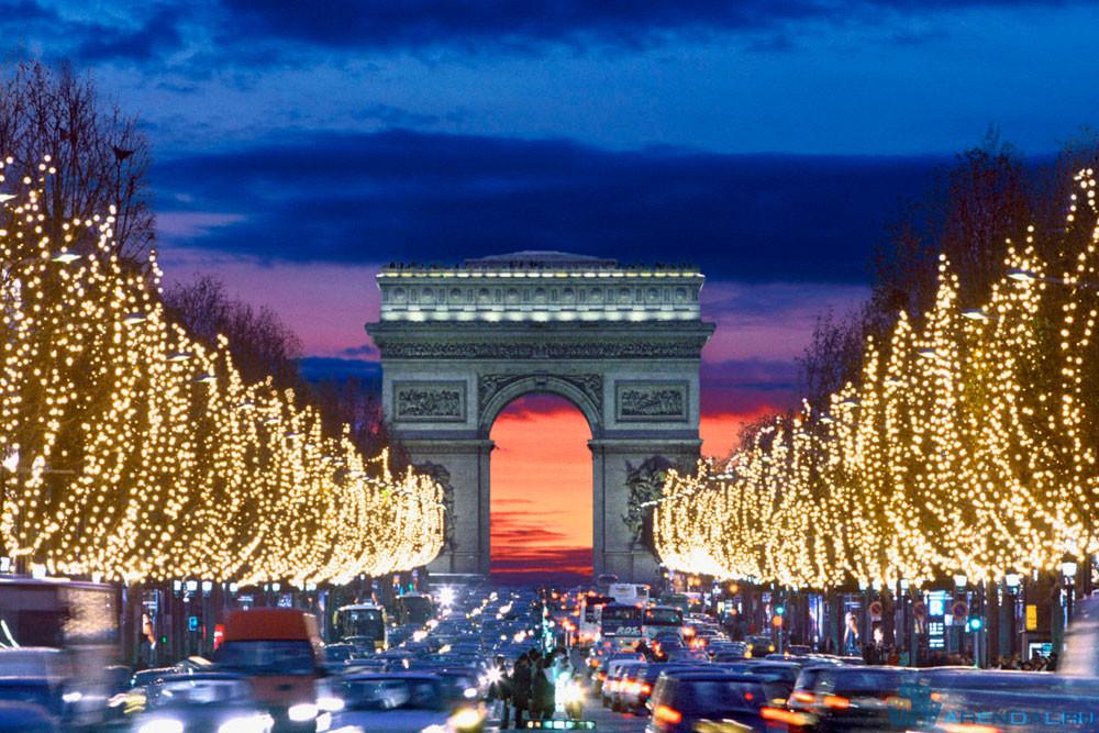 Новый год в Париже на Елисейских полях