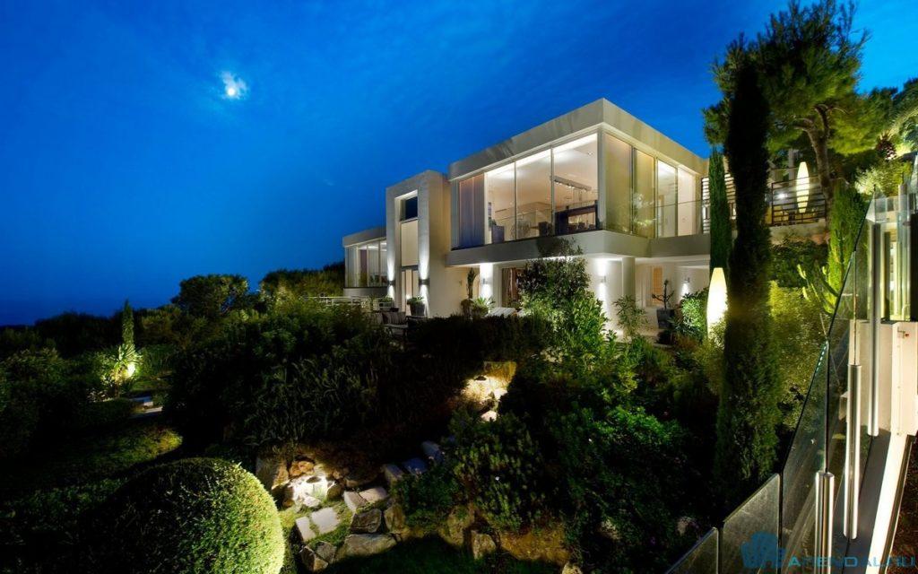 Богачи предпочитают недвижимость в Нью-Йорке и Париже
