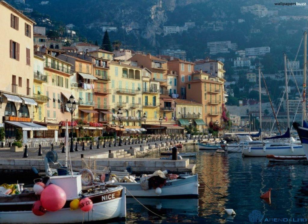Лучшие места для покупки роскошного французского дома у моря