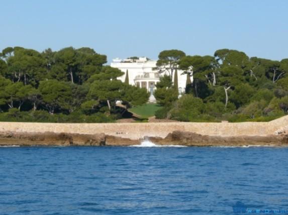 11 знаменитостей, владеющих недвижимостью во Франции