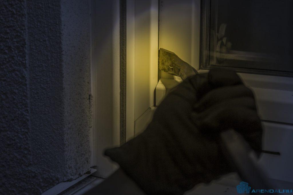 Как компенсировать ущерб от взлома квартиры