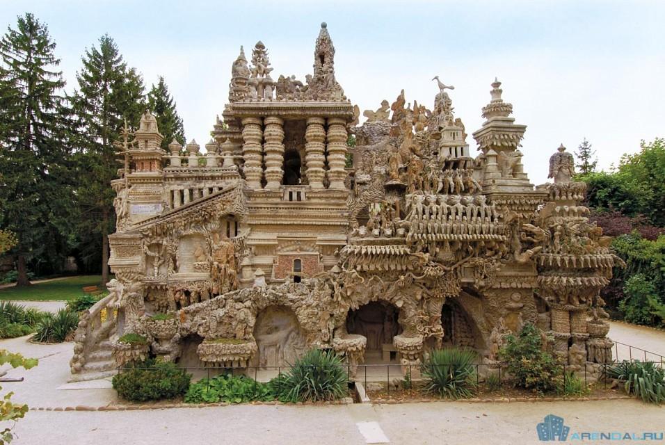 Французский дворец Ideal Palace построен почтальоном