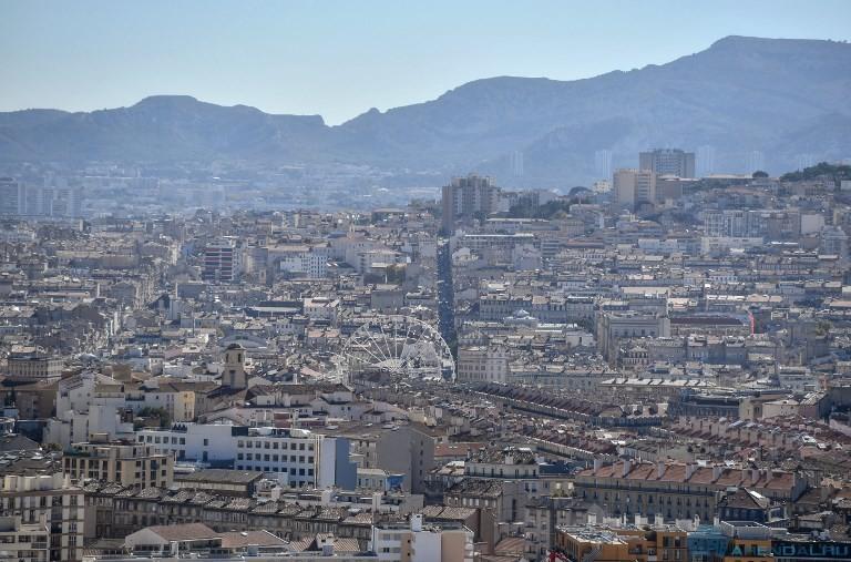 В Марселе из зданий эвакуировали более 1300 человек