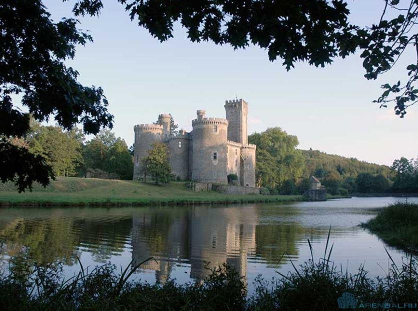 Как отличить замок от усадьбы или поместья?