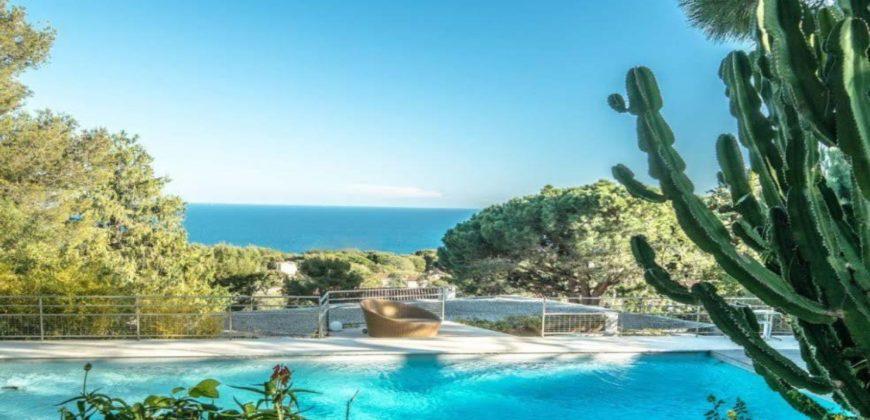 Великолепная современная вилла с видом на море в Сен-Жан-Кап-Ферра