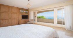 Вилла с прекрасным видом на море в Антибе