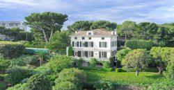 Красивый дом в буржуазном стиле в Антибе