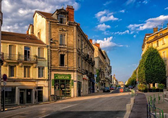 Ціни на будинки в сільській місцевості недалеко від Парижа