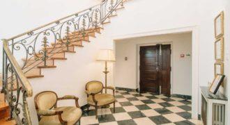 Дом в Эшториле, Португалия, 445 м2