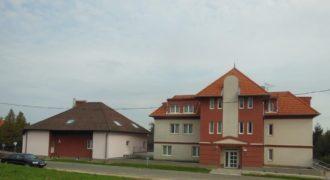 Коммерческая недвижимость в Хевизе, Венгрия, 2256 м2