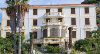 Отель, гостиница в Сан-Ремо, Италия, 2500 м2