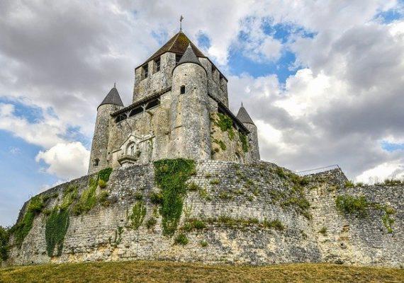 Французы продают свои замки