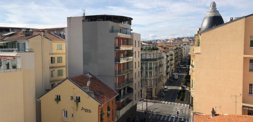Квартира в районе Золотого квадрата (Ницца). Аренда