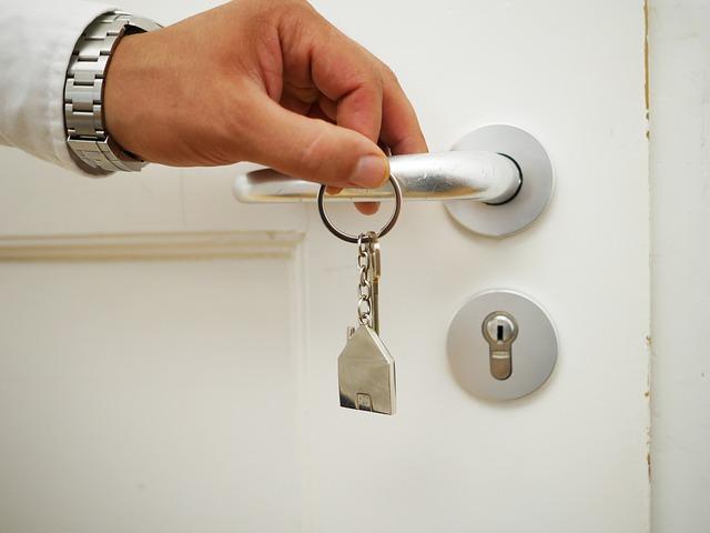 Вопросы наших читателей: хранение запасных ключей от сдаваемой квартиры