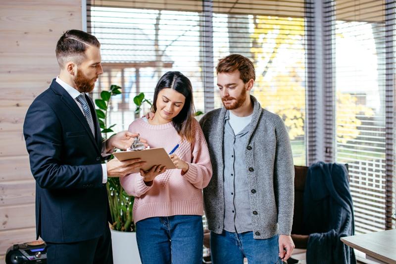 Здача в оренду нерухомості у Франції: вибір квартиронаймача