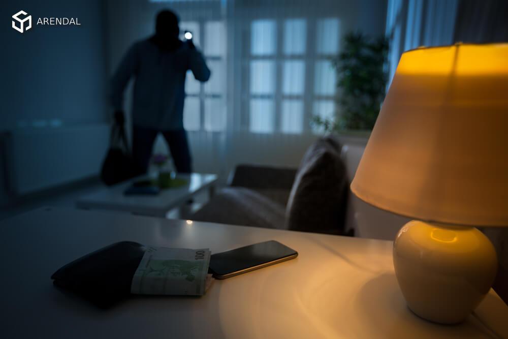 Франция: в июле и августе наибольший рост квартирных краж