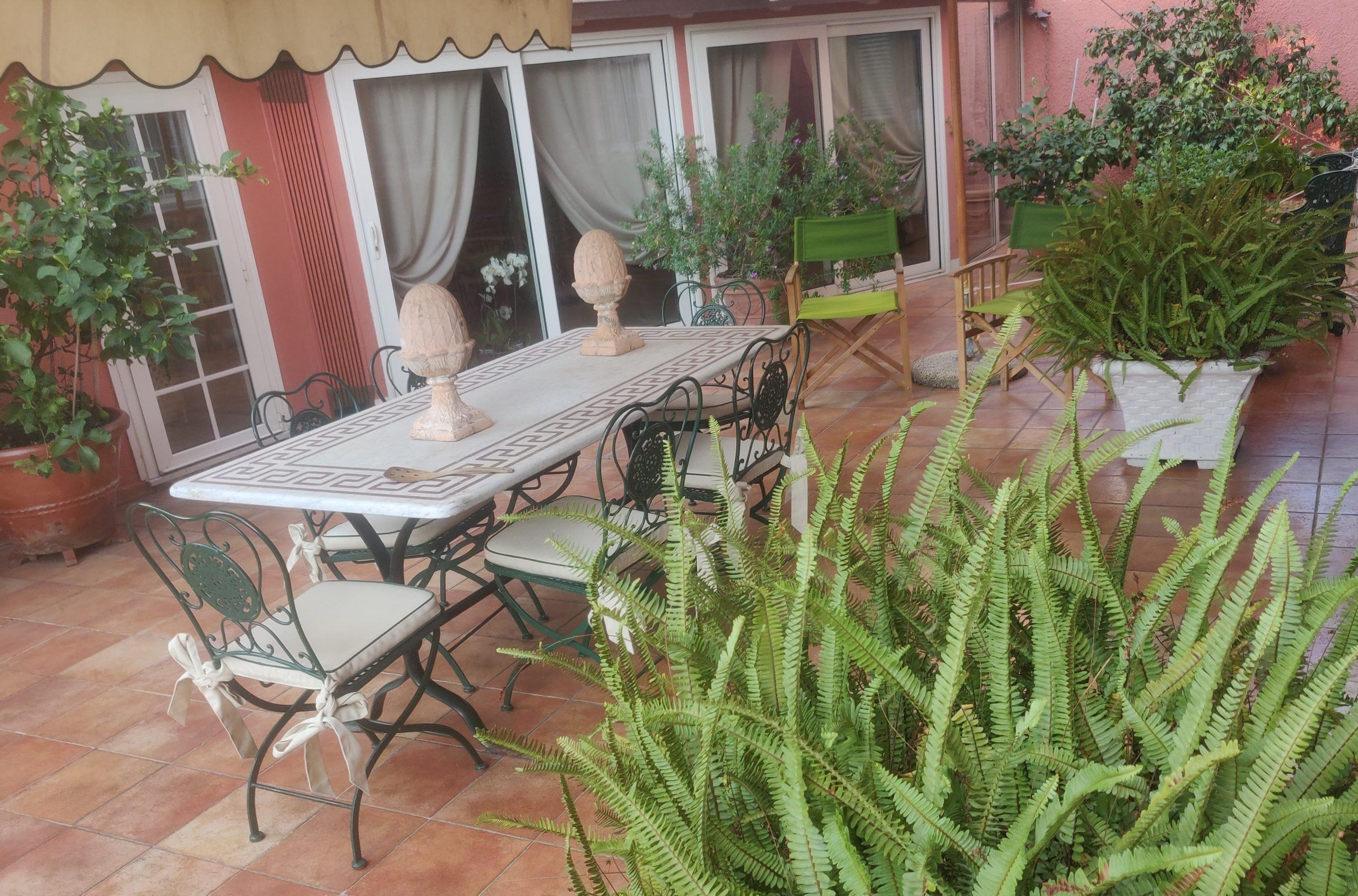 Aпартаменты с видом на море в курортном городке Аренцано