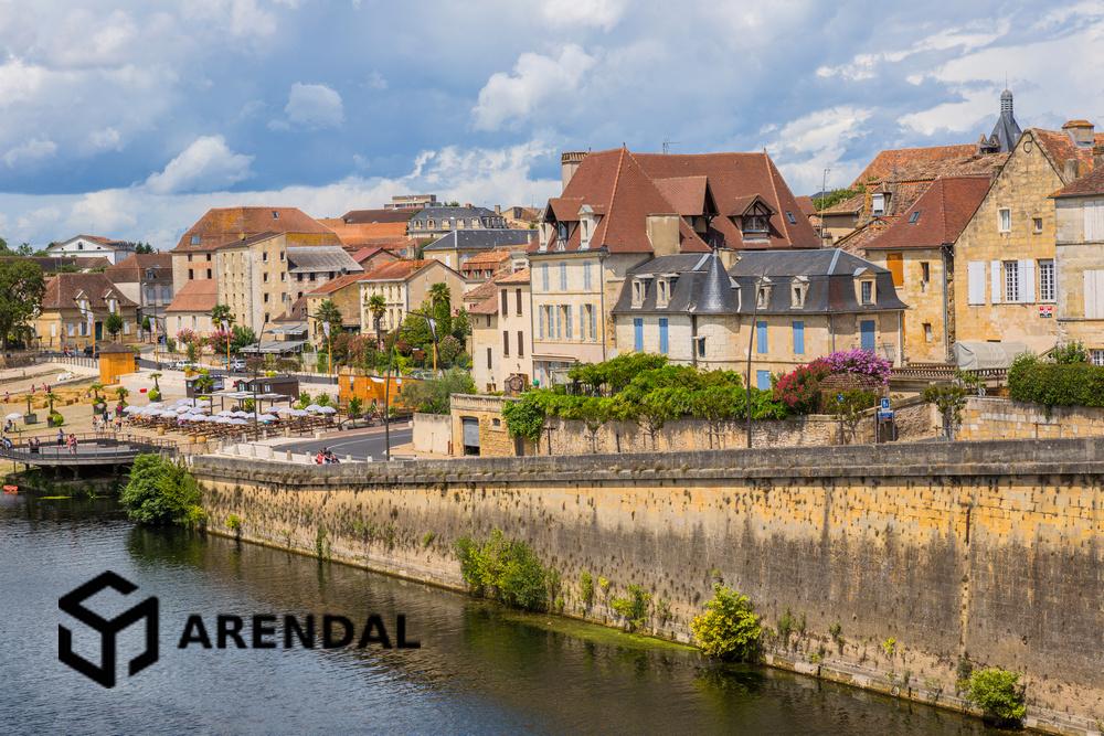 Франция: больше всего покупателей-иностранцев в Крёз