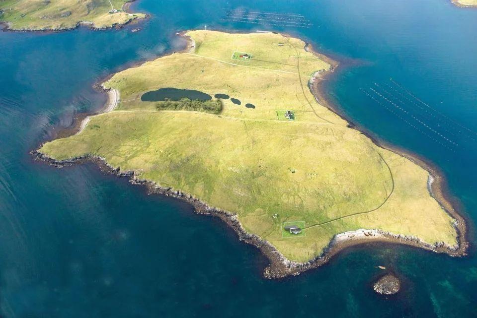 Шотландский остров на продажу по цене квартиры